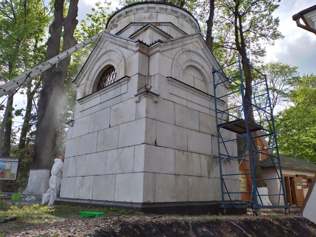 Реставрационная очистка усыпальницы семьи Захарьиных